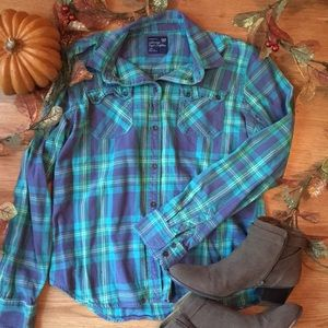 🍁 American Eagle plaid button down